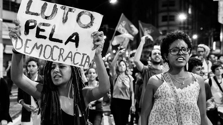 Democracia Pervertida