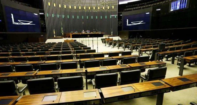 Deputados já acumulam mais de 25 mil faltas nesta legislatura, que teve início em fevereiro de 2015