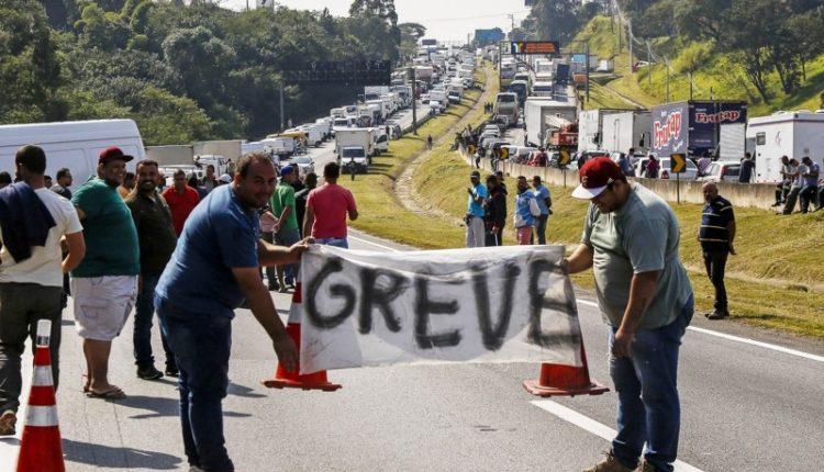 Greve dos caminhoneiros paralisou o país em maio de 2018[fotografo]AFP PHOTO / Miguel Schincariol[/fotografo]