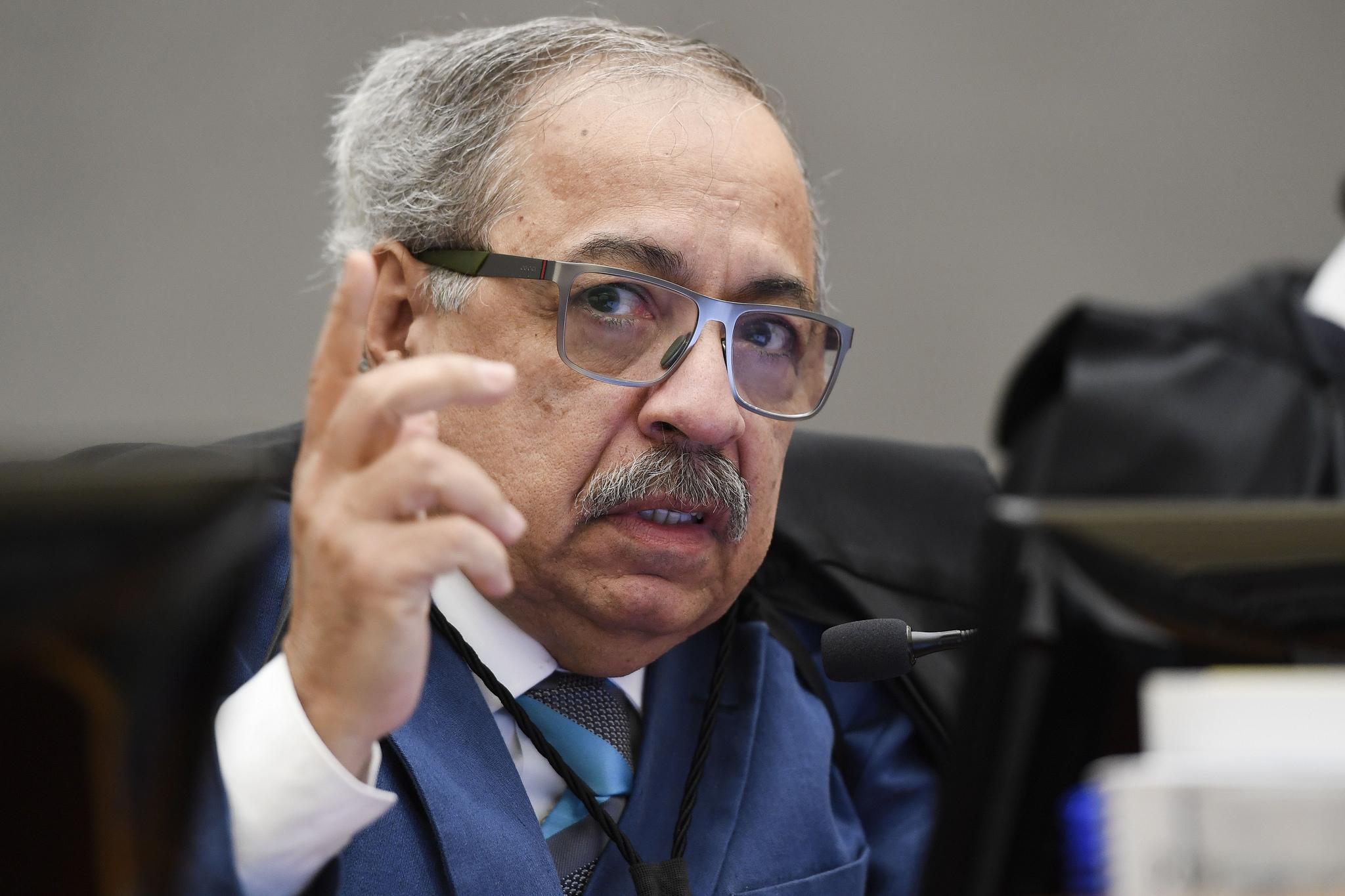 Três ministros votam no TSE contra candidatura de Lula à ...