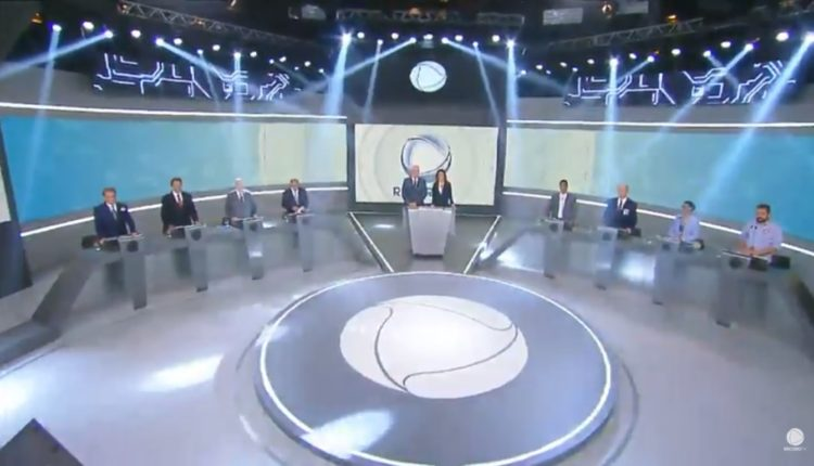 Cenário da TV Record onde os candidatos à Presidência debaterão neste domingo (30)