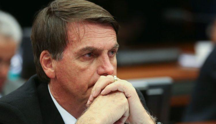 O candidato Jair Bolsonaro segue líder nas intenções de voto e também na taxa de rejeição
