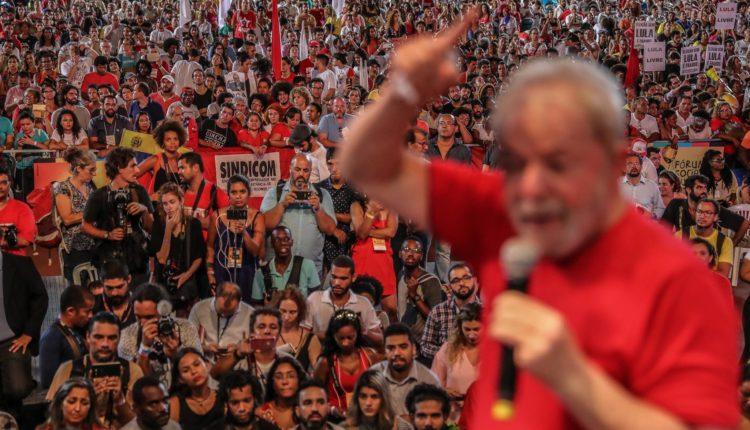 O ex-presidente Lula teve o registro de sua candidatura barrado pelo TSE e deve apresentar um substituto até a próxima terça-feira (11)