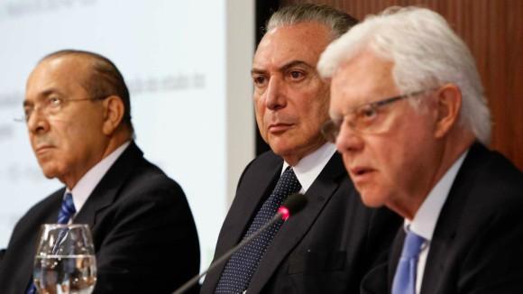 Na foto, da esquerda para a direita, o ministro Eliseu Padilha (Casa Civil), o presidente Michel Temer e o ministro Moreira Franco (Minas e Energia)