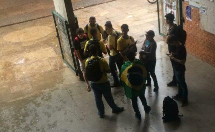Grupo de bolsonaristas foi expulso de um dos departamentos da UnB nesta segunda-feira