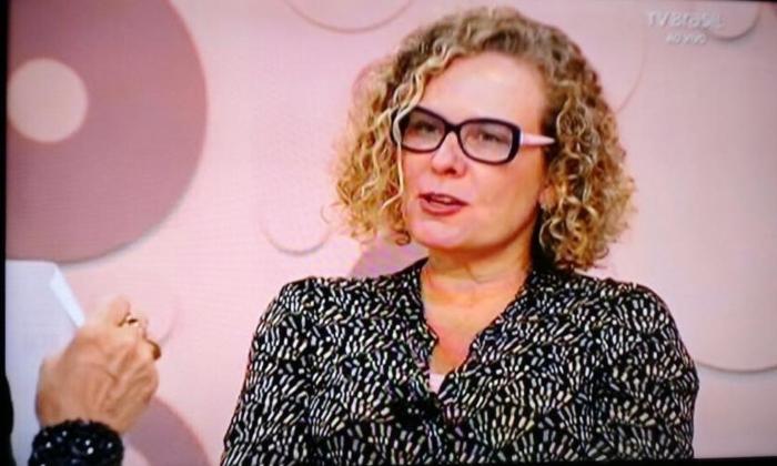 """""""Bolsonaro fugiu do debate e foi dar entrevista na emissora do aliado, em ambiente chapa-branca"""", observa consultora"""