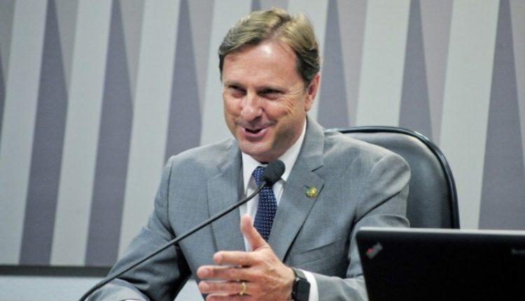 Ministro; Senador foi condenado por crime contra o sistema financeiro