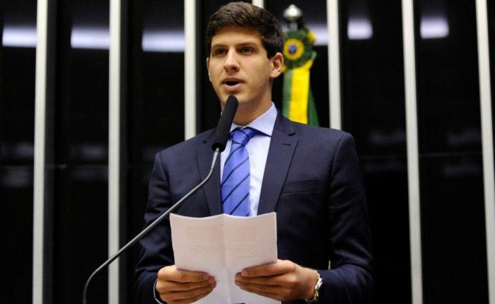 Prenúncio: João Campos discursa na tribuna da Câmara em 2014, na solenidade de homenagem ao pai e então líder da bancada do PSB, Eduardo Campos