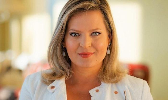 Autodenominada influenciadora digital, a jornalista Joice Hasselmann (PSL) recebeu 1.064.047 votos e é a deputada federal mais votada