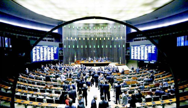 Novo partido de Bolsonaro, PSL foi o que mais ganhou deputados: elegeu 47 e vai a 52