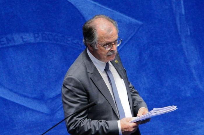 Dalirio Beber, senador tucano de Santa Catarina, é autor do projeto de lei que diminuiu alcance da lei complementar