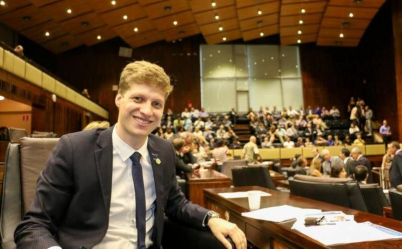 Primeiro líder do Novo no Congresso tem 32 anos e foi o deputado mais votado no RS - Reprodução