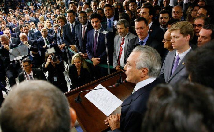 Primeiro. Deputado posou ao lado de Temer em 12 de maio de 2016, quando o emedebista substituiu Dilma no Palácio do Planalto