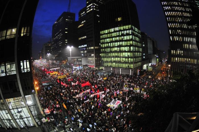 """Crise de representatividade foi bandeira dos protestos irrompidos em meados de 2013, as famosas """"jornadas de junho"""""""