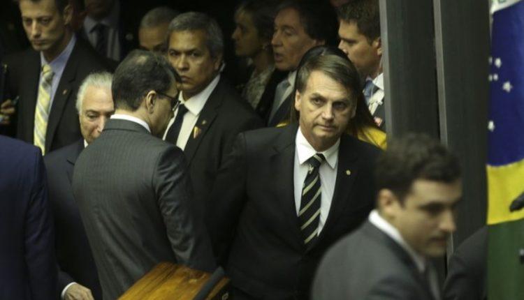 Bolsonaro. Presidente eleito tem recorrido ao Twitter para manifestar suas inquietações em relação à máquina do Estado