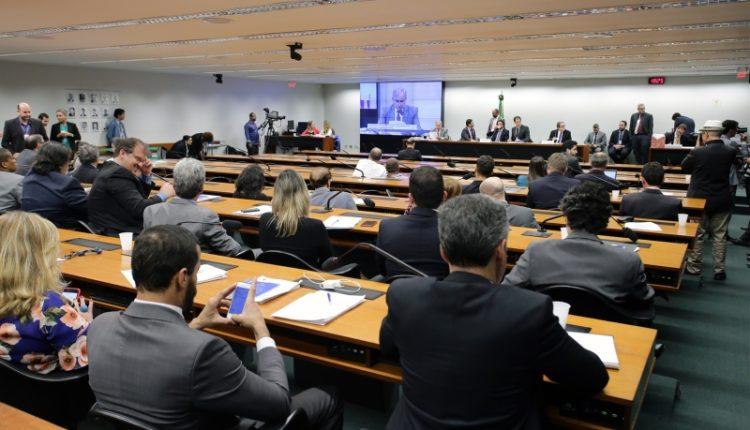 Comissão. Matéria pode ser votada em plenário na próxima semana e marcar o fim do ano legislativo