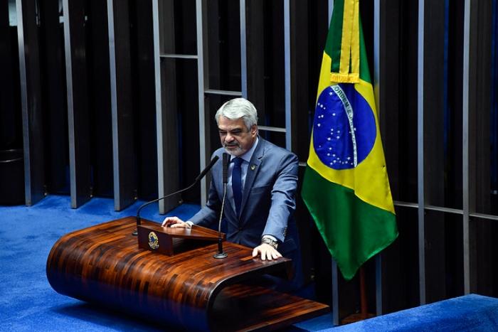 Humberto Costa foi um dos senadores que votaram contra a intervenção e discursaram contra a medida em plenário