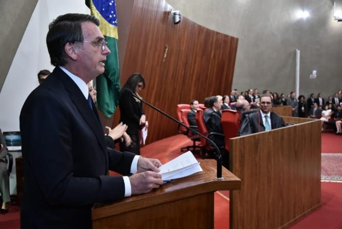 Presidente agradece a Deus por estar vivo, ele que foi esfaqueado em 6 de setembro, e promete governar para os mais de 200 milhões de brasileiros