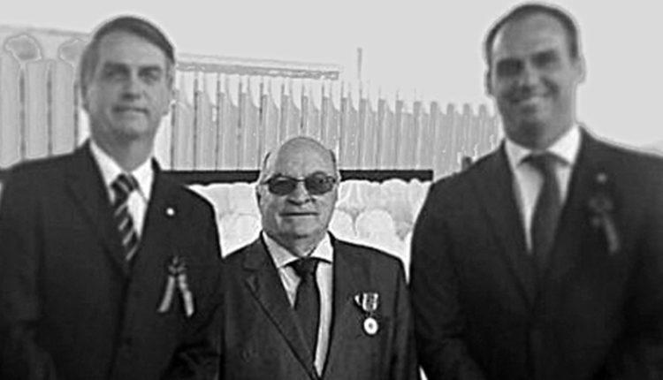 Ex-chefe. Bolsonaro pai, Francisco, e Bolsonaro filho: falecido capitão tinha papel-chave nas campanhas eleitorais do clã