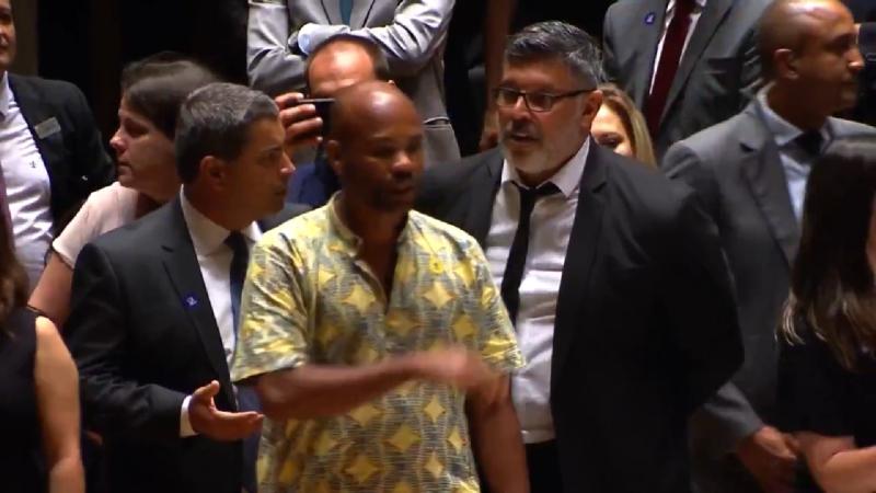 Confusão, empurra-empurra e gritaria marcam diplomação de eleitos em SP - Reprodução