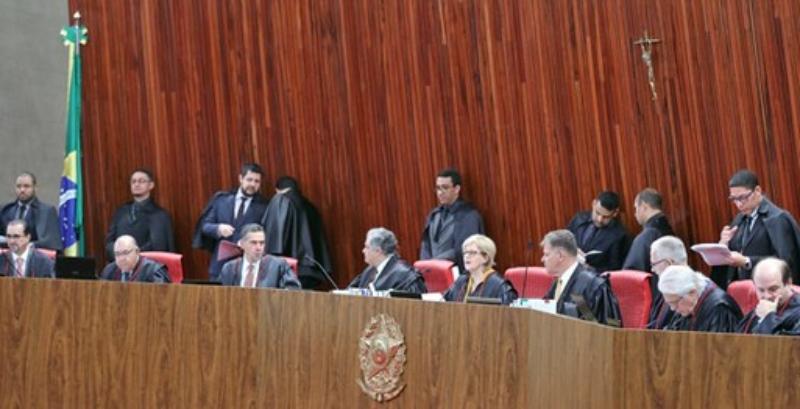 Maioria do TSE rejeita ação do PT contra Bolsonaro - TSE