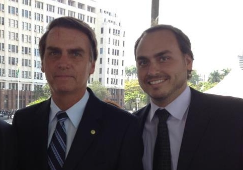 Se engana. Carlos coordenou as redes sociais do pai durante a campanha eleitoral[fotografo]Reprodução