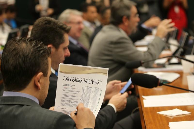 Voto perto, voto certo: distrital misto já! - Fabio Rodrigues Pozzebom / Agência Brasil