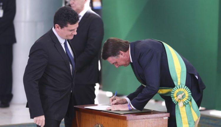 Sérgio.Bolsonaro empossa Moro, um dos ministros mais poderosos da Esplanada ao lado de Paulo Guedes