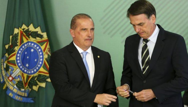 Jair Bolsonaro e Onyx Lorenzoni, durante cerimônia de sanção de lei que fez minireforma eleitoral [fotografo]Marcelo Camargo/ABr[/fotografo]