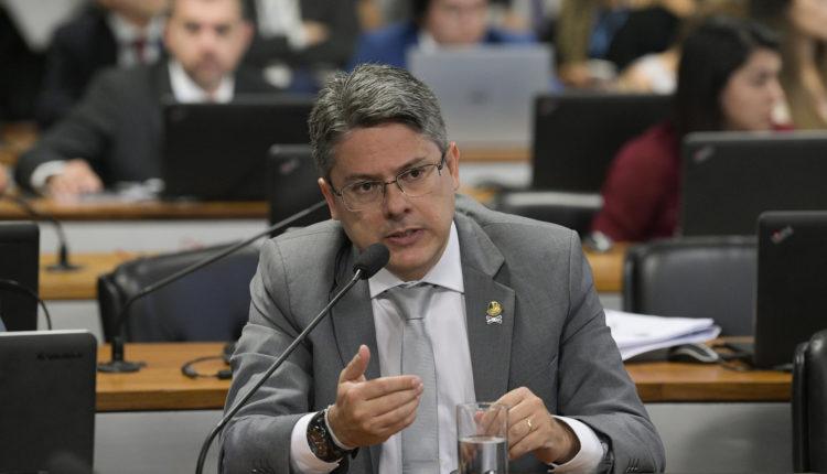 Senador. Para Alessandro Vieira (PPS-SE), decisões do Judiciário devem ser passíveis de investigação pelo Parlamento