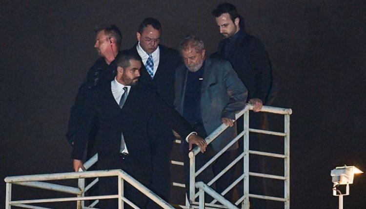 Juíza. Lula ao desembarcar em Curitiba em 7 de abril, quando se entregou e começou a cumprir a primeira pena na Lava Jato