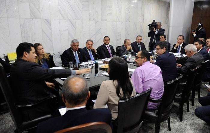 Alcolumbre encabeça reunião de líderes para definir postos de comando