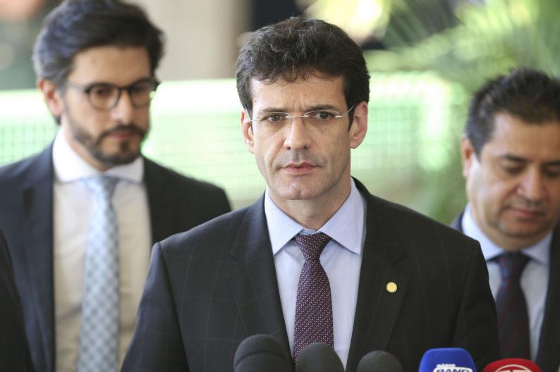 Ministro suspeito de usar candidatas laranjas é exonerado, mas vai voltar após posse na Câmara - Valter Camapanato/ABr