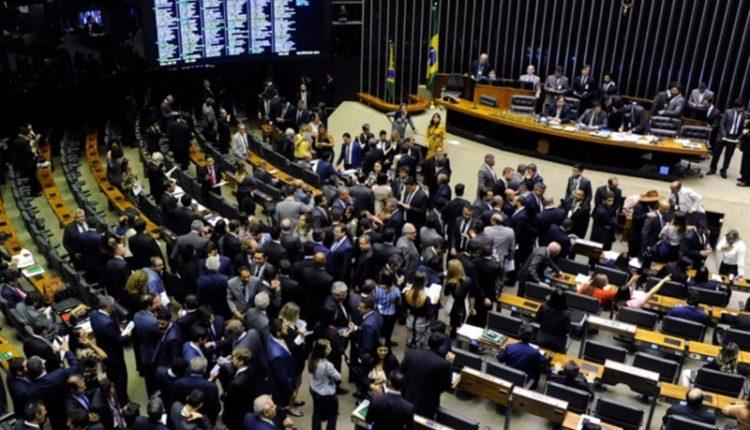 Governo. Sessão em que a Câmara derrotou o governo derrubando o decreto que restringia a divulgação de documentos públicos