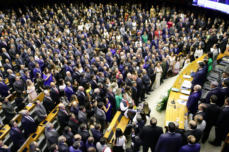 """Deputados se comprometem com o """"bem geral do povo"""" na cerimônia de posse. Veja a lista dos 513 - Luis Macedo/Ag. Câmara"""