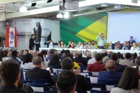 PDT fecha questão contra reforma e pode expulsar dissidentes