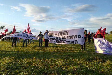 Mulheres do MST ocupam fazenda de João de Deus em Goiás