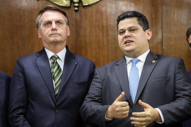 Davi Alcolumbre pede a Bolsonaro que acene com bandeira branca | Congresso  em Foco
