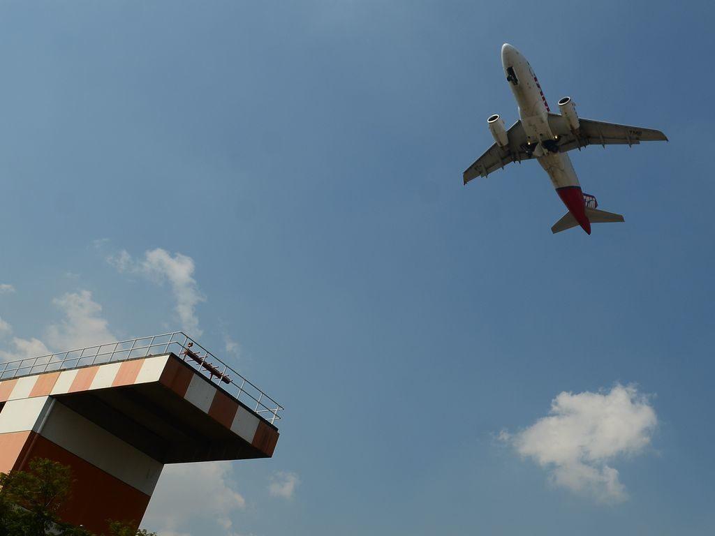 Avião decola no aeroporto de Congonhas [fotografo] Rovena Rosa/Agência Brasil [/fotografo]