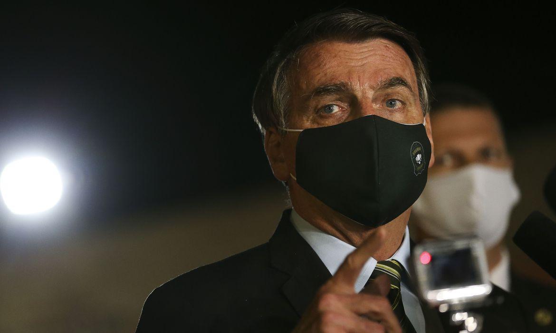 Ficar em casa contra o coronavírus é para os fracos, diz Bolsonaro