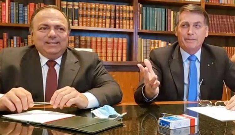 O ministro da Saúde, general Eduardo Pazuello, e o presidente Jair Bolsonaro durante live[fotografo]Reprodução[/fotografo]. STF definiu que Ministério da Saúde tem de divulgar dados se valendo de metodologia original