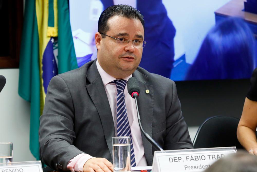 """""""Para Bolsonaro vacina tem que ser de direita, militarista e do Centrão"""", critica deputado"""