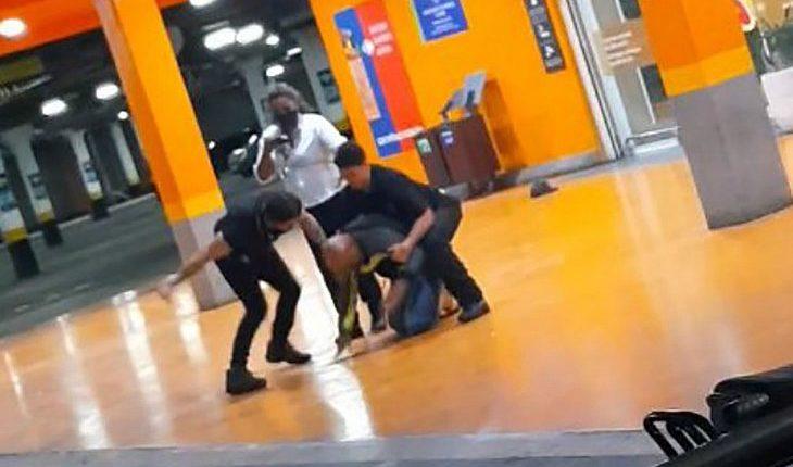 Cena do homicídio no Carrefour Passo D'Areia, em Porto Alegre. Homem negro foi morto às vésperas do dia da consciência negra [fotografo]Reprodução/Redes Sociais[/fotografo]