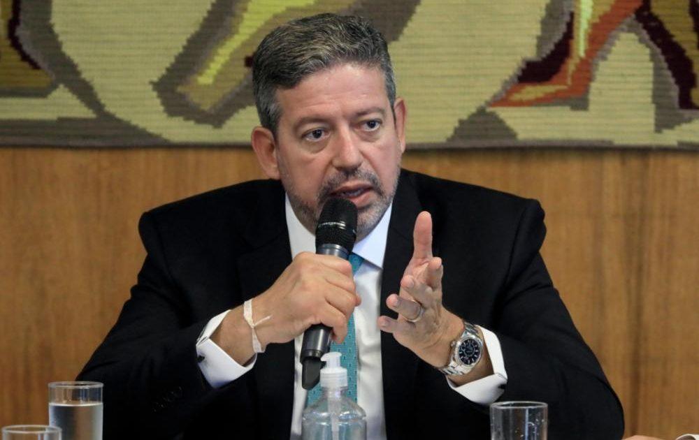 A governadores, Lira pede que 100% das emendas vão para combate à covid