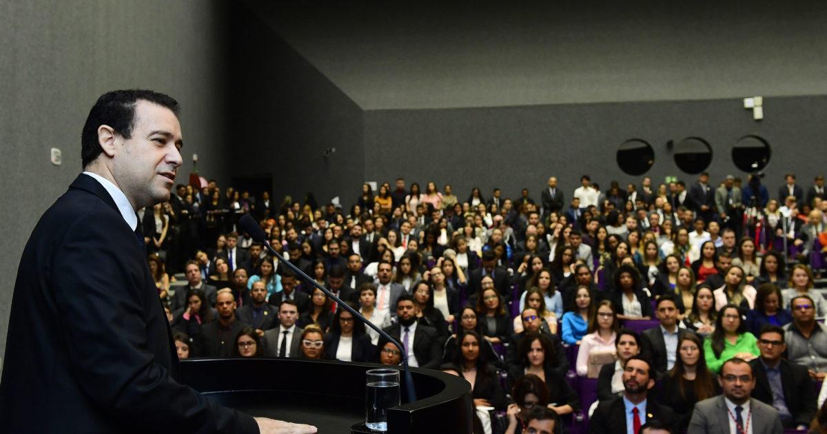 Ministro do STJ pede aposentadoria ao vivo e abre nova vaga para Bolsonaro