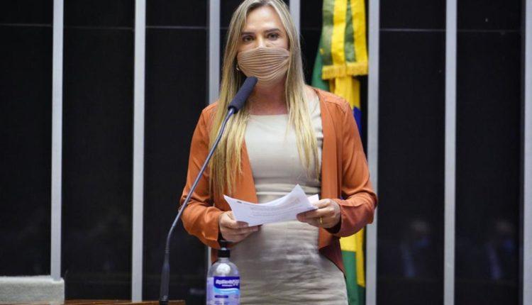 A deputada Celina Leão, autora do PL 948/21 sobre a compra de vacinas pela iniciativa privada (PP-DF) [fotografo]Pablo Valadares/Câmara dos Deputados[/fotograf]