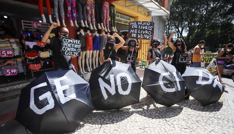 Atos contra Bolsonaro se espalham por mais de 400 cidades e 15 países