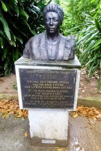 Busto de Mãe Aninha- Opo Afonja <div class='fotografo'> Arquivo Olhares Negros </div>