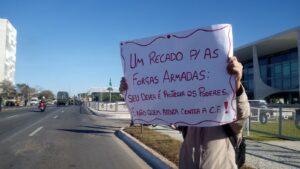 Tanques desfilam na frente do Palácio do Planalto <div class='fotografo'> Thiago Rodrigues </div>