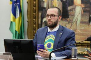 Deputado Filipe Barros (PSL-PR) em reunião da comissão especial do voto impresso na Câmara
